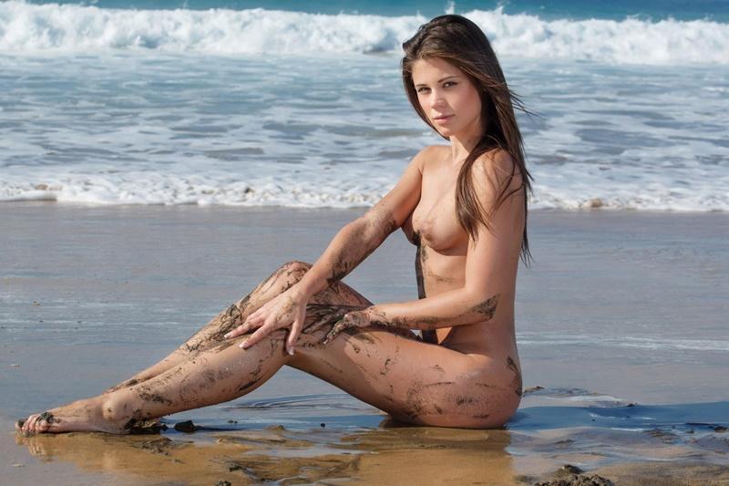 Caprice A ninfetinha gostosa safada peladinha na praia delicia