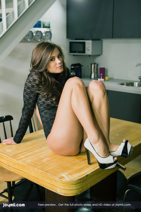 Caprice clitoral orgasm atriz muito famosa no mundo porno, se masturbando gostoso.