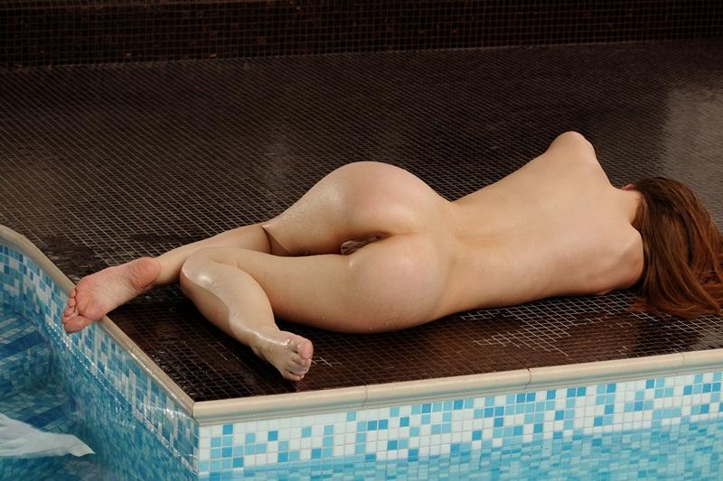 Morena gostosa muito delicia peladinha na piscina