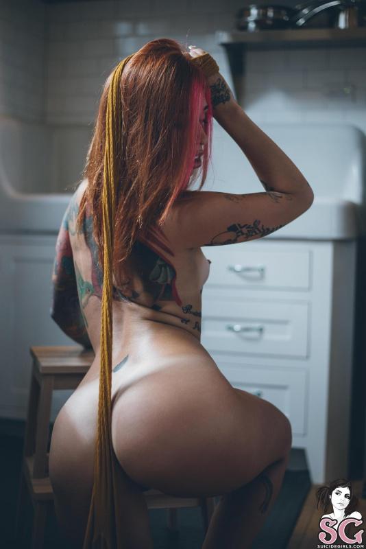 Ruiva tatuada gostosa peladinha bucetuda