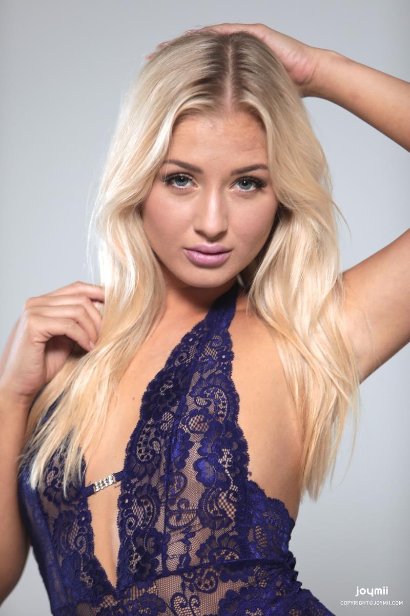 Cayla L loirinha sensual e safada de lingerie bem ninfetinha delicia
