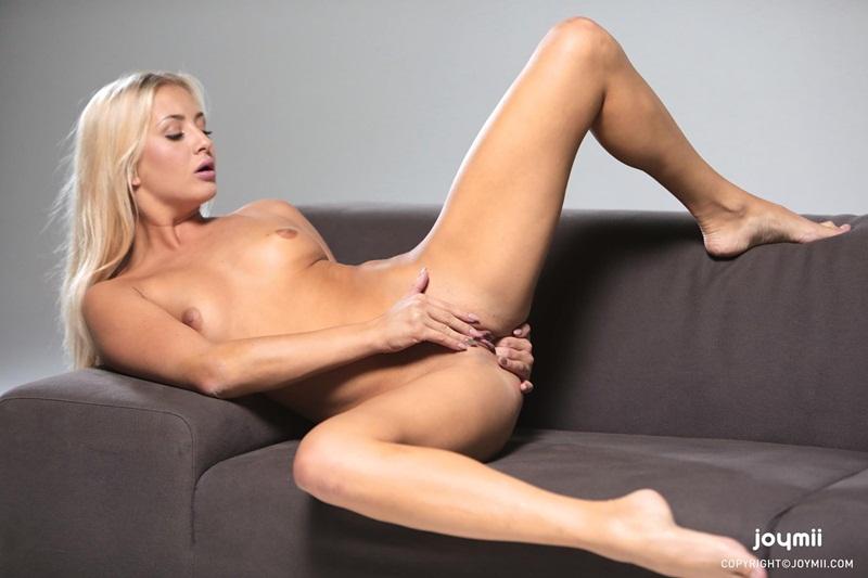 Loirinha sensual e safada de lingerie bem ninfetinha delicia