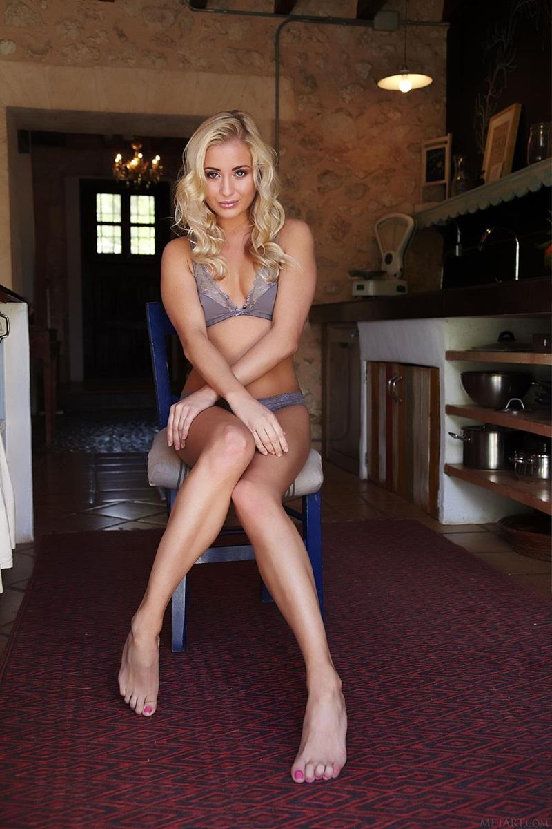 Cayla loira gostosa linda peladinha da buceta delicia safada