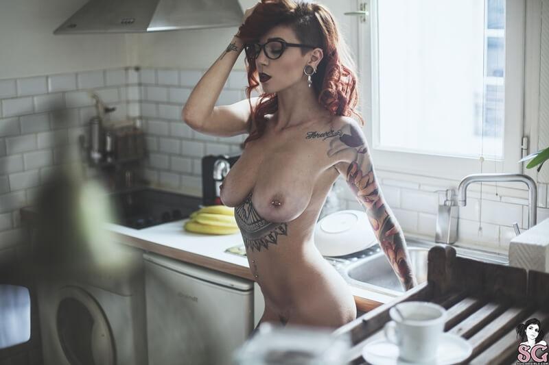 Ceriz Suicide Girls gostosa peituda e muito sensual de lingerie bem safada delic