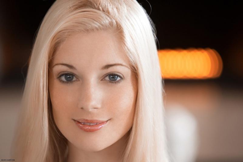 Charlotte Stokely toda perfeitinha essa loira é sensacional e tem um corpo lindo.
