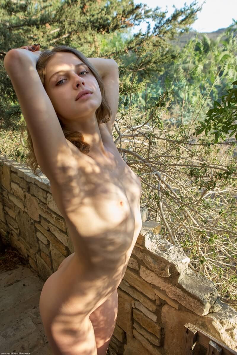 Magrinha sexy e safada com muito tesão de quatro peladinha