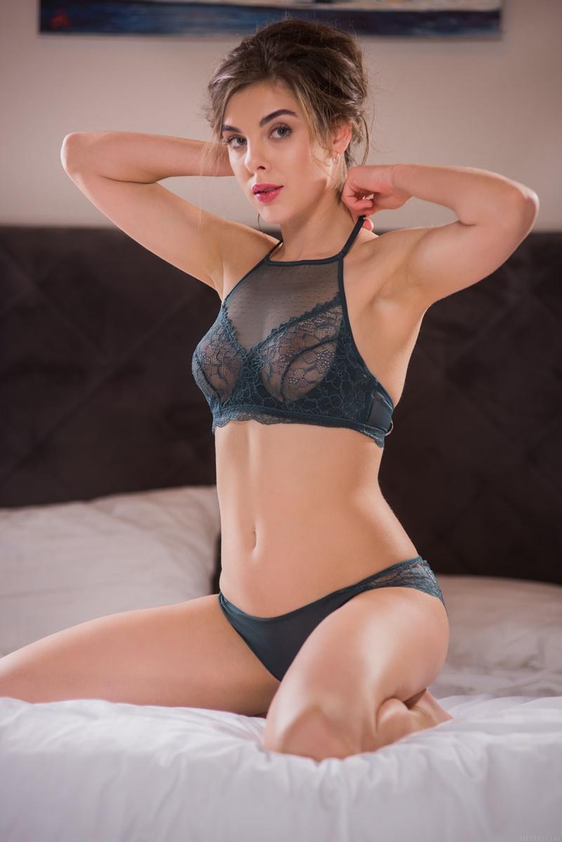 Gostosa sexy muito safada sem roupa com tesão delicia