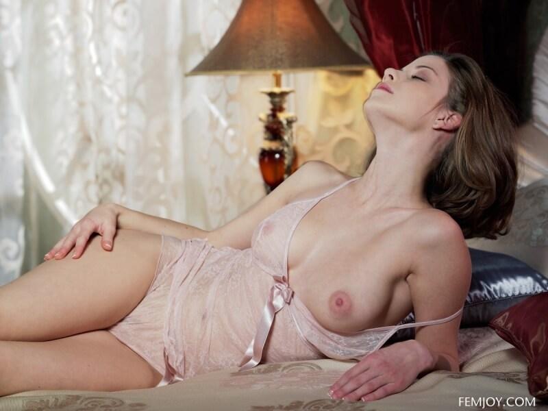 Danica uma das mais belas modelos que já passaram por aqui, se liga que gostosa.