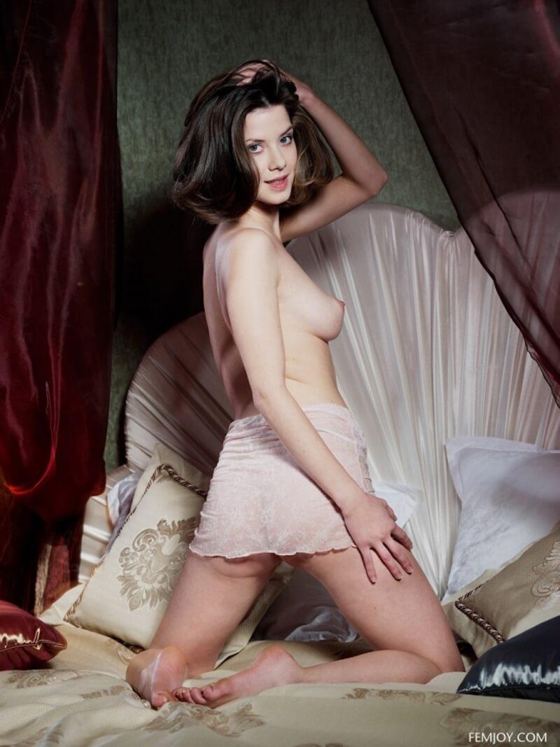 Uma das mais belas modelos que já passaram por aqui, se liga que gostosa.