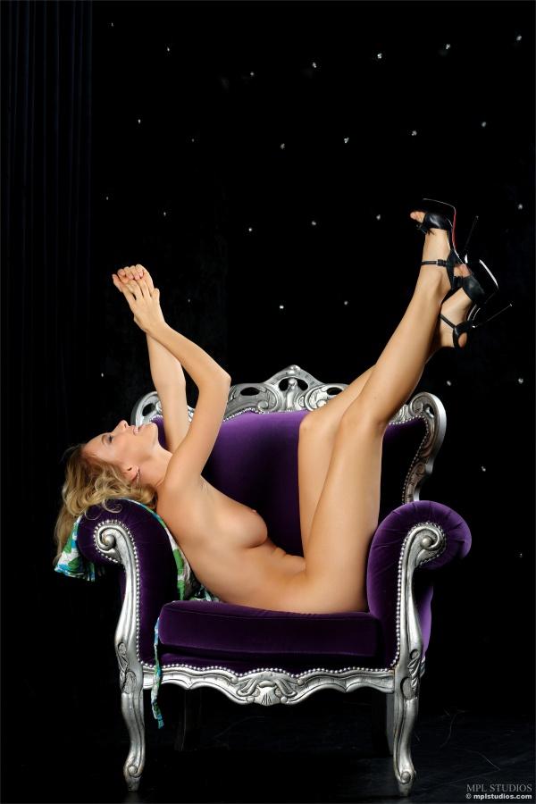 Gostosa peituda e sensual bem safada delicia ninfeta