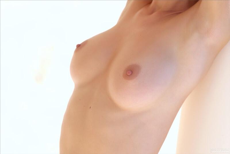 Russa safada com tesão mostrando a buceta bem safada