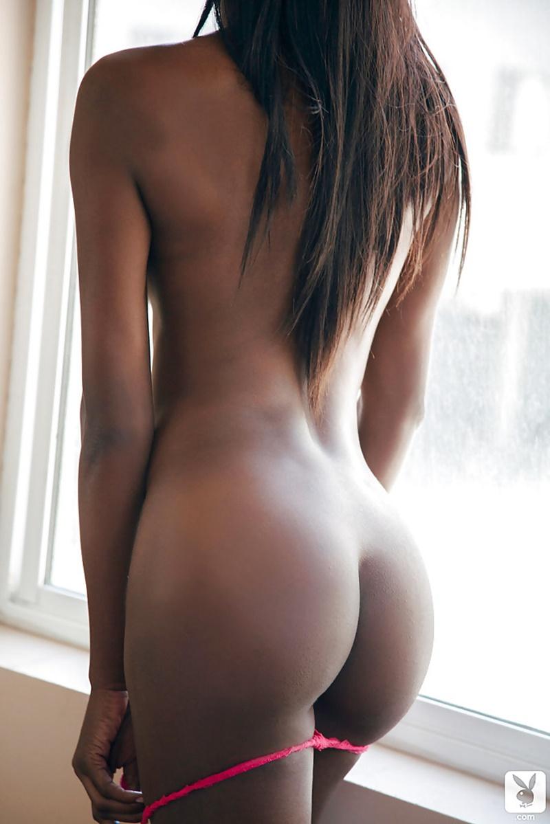 Negra de lingerie vermelha safadinha e gostosa