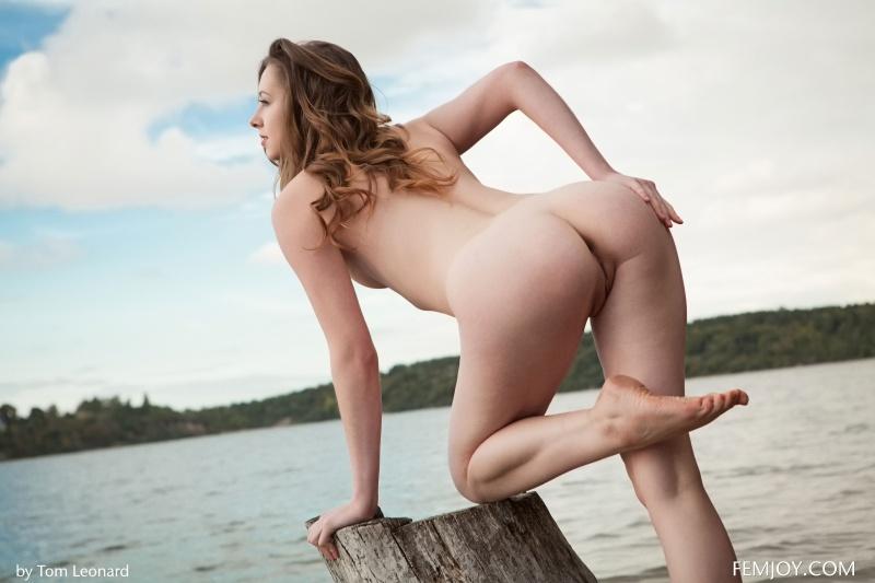 Dara W morena linda nua na praia gostosa