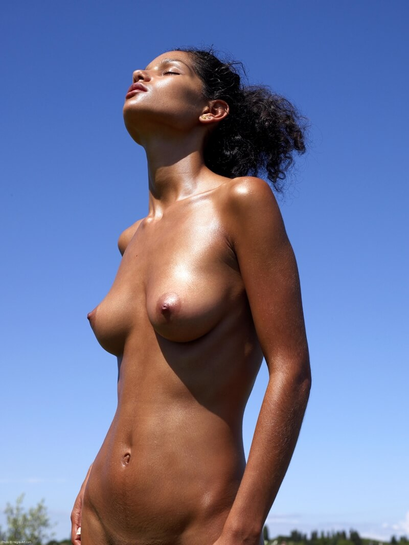 Negra magrinha e gostosa com tesão peladinha bem delicia saf