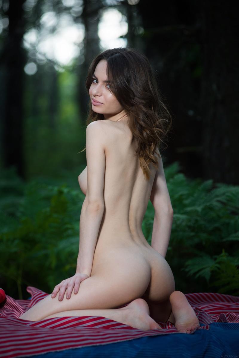 Magrinha safada muito linda tirando a roupa ninfetinha
