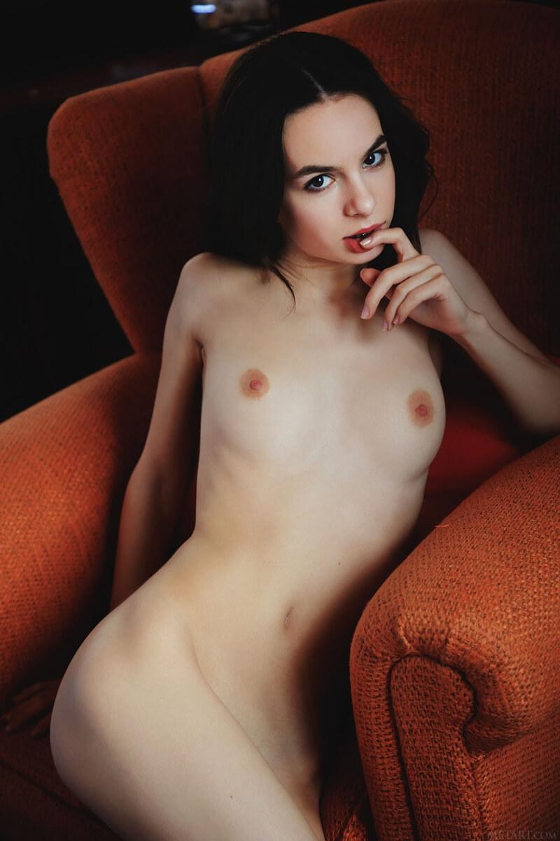 Gostosa sexy e safadinha da buceta rosadinha sem roupa delic