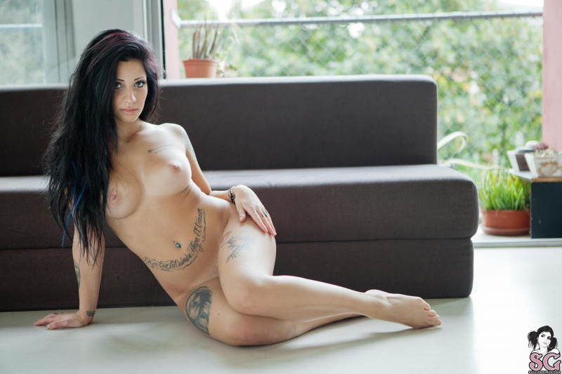 Deuces Suicide Girls moreninha tatuada toda perfeita peladinha gostosa