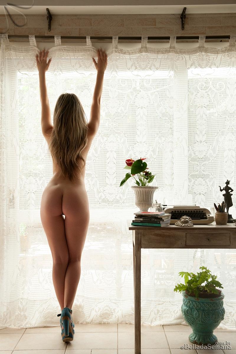 Brasileira loira perfeita nua gostosa