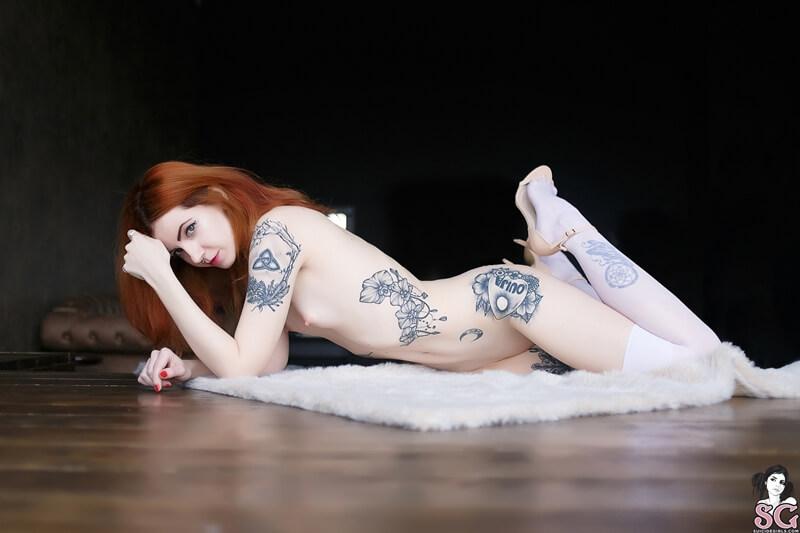 Dimarti Suicide Girls ruiva gostosa e tesuda peladinha muito safada e linda