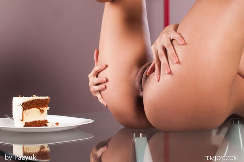 Moreninha safada e muito gostosa cheia de tesão na bucetinha