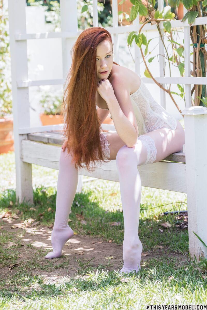 Ninfetinha peituda muito linda e safada da bucetinha rosadin