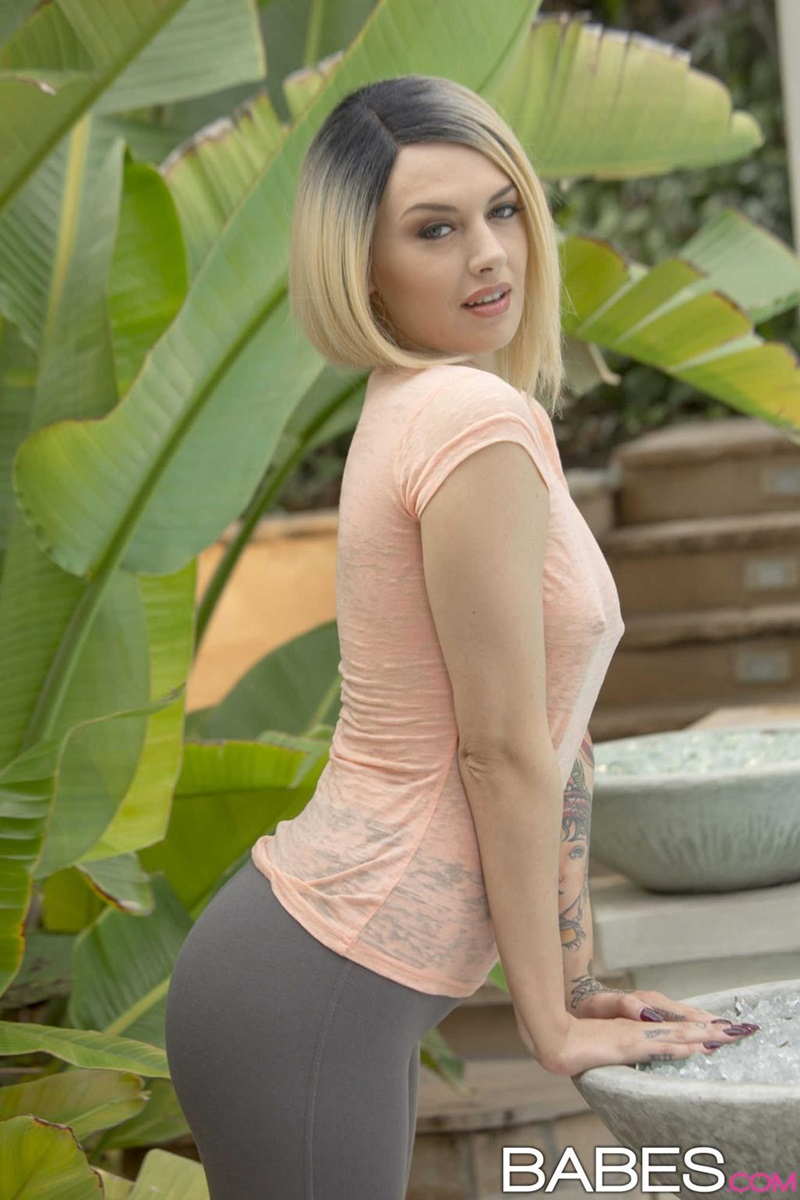 Emma Mae  loirinha sensual e safadinha peladinha na piscina delicia