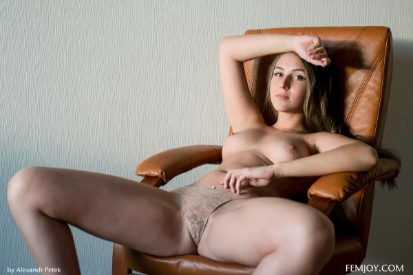 Gostosa muito linda com um belo corpo e um rostinho perfeito.