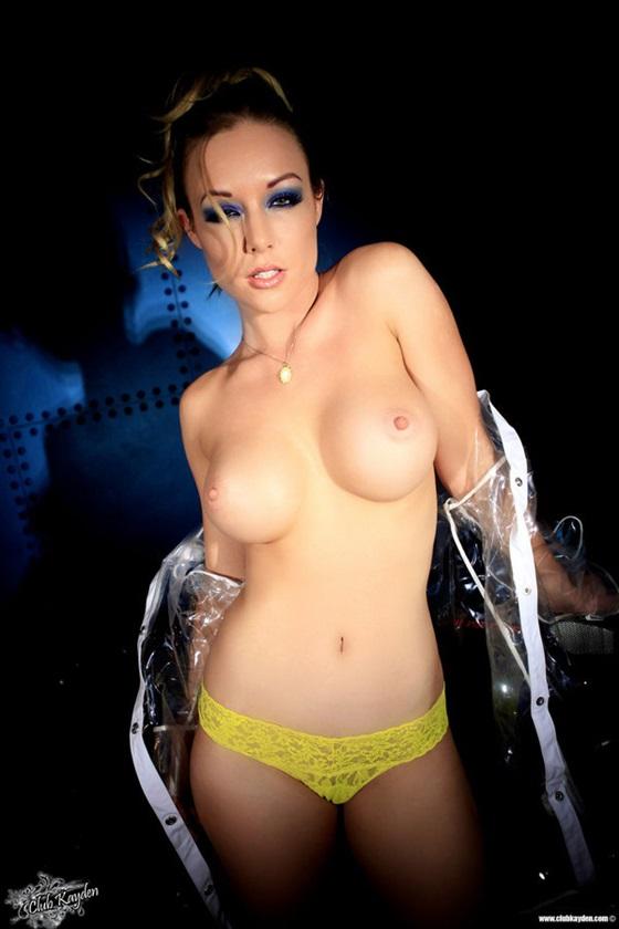 Kayden Kross nasceu em Sacramento, na Califórnia, tem 27 anos é uma mulher muito gostosa.