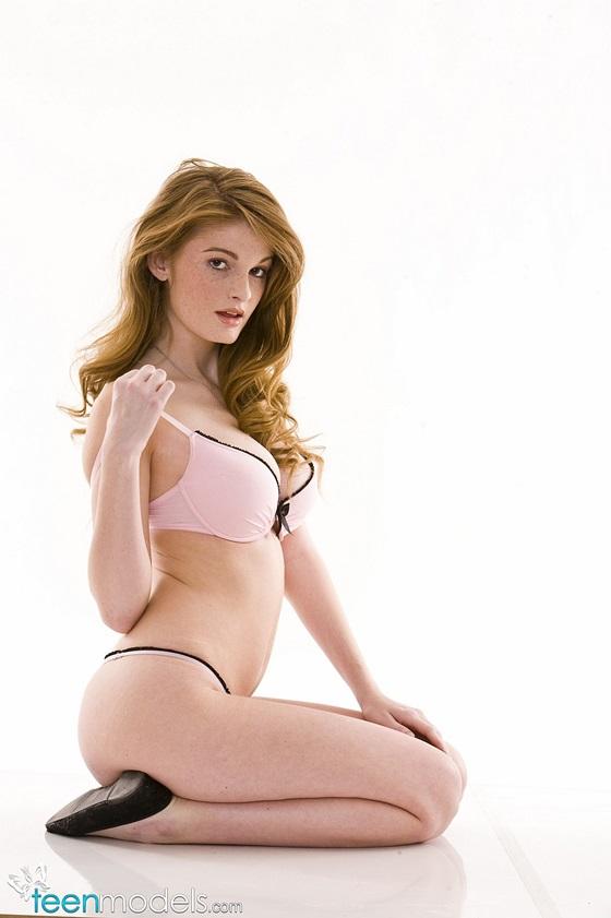 Faye Reagan ruivinha perfeita sardentinha