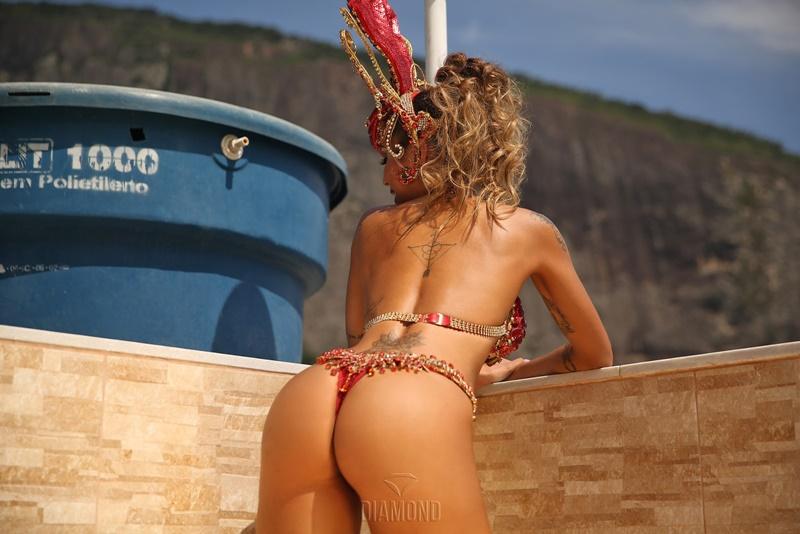 Catarinense gostosa completamente pelada com peitões grandes