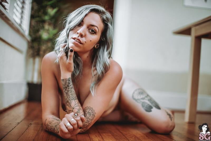 Novinha sensual e gostosa de lingerie preta bem safada delic