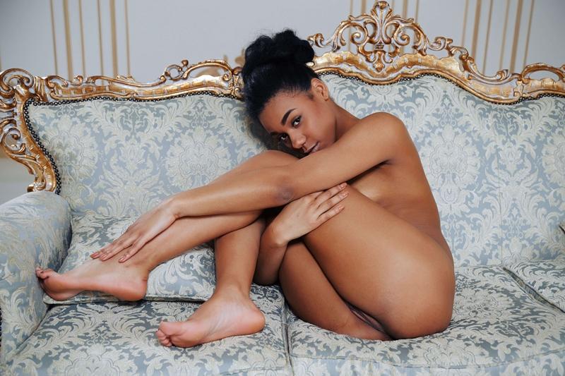 Negra gostosa e muito safada pelada com tesão delicia