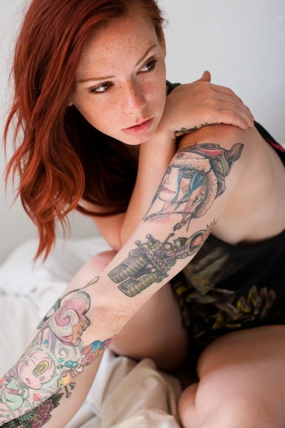 Hattie Watson ruivinha tatuada muito gostosa peladinha