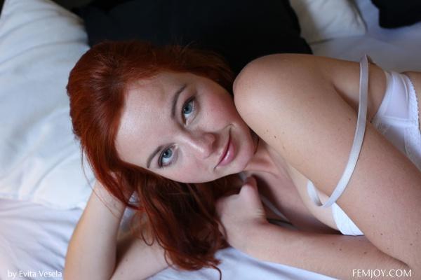 Heidi  gata muito linda com um belo corpo sexy e todo sensual.