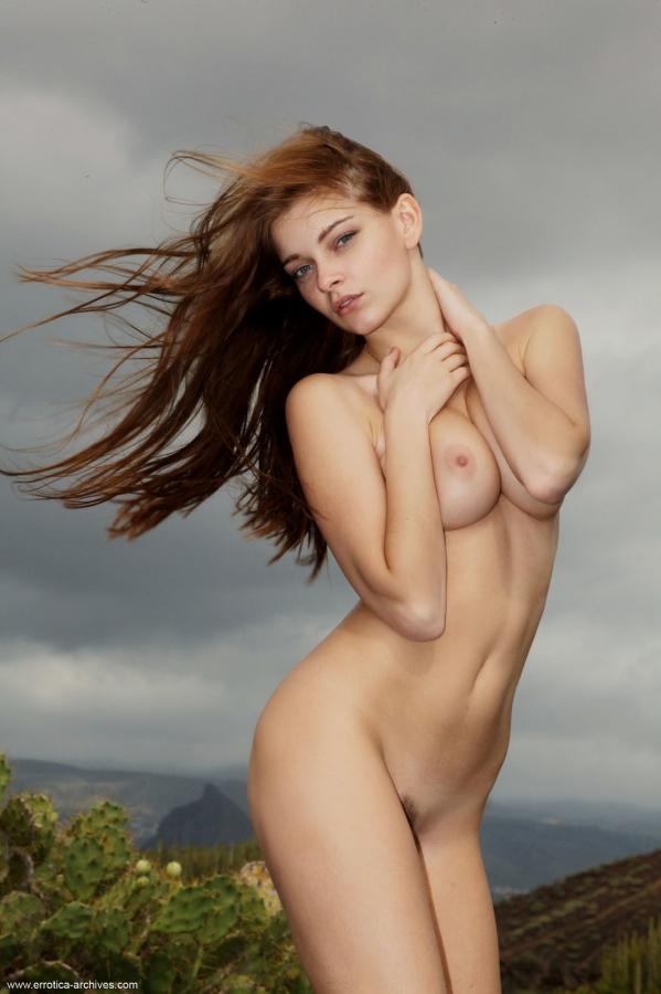 Gatinha muito safadinha com um belo corpo sensual.