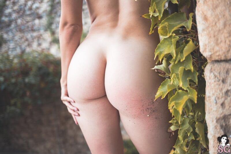 Gostosa sensual e safada mostrando os peitinhos delicia