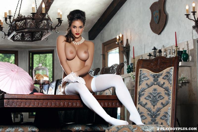 Jaclyn Swedberg morena peituda muito gostosa pelada na Playboy