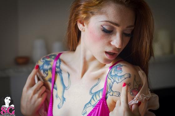 Janette Suicide Girls ruivinha muito gostosa com peitinhos lindos e bucetuda