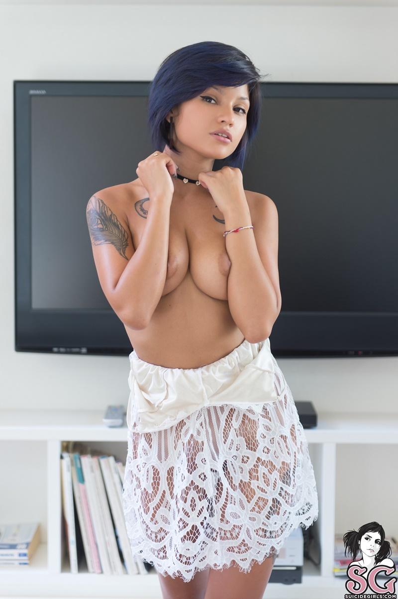 Jelly Suicide Girls morena sexy e gostosa sem roupa com tesão muito safada