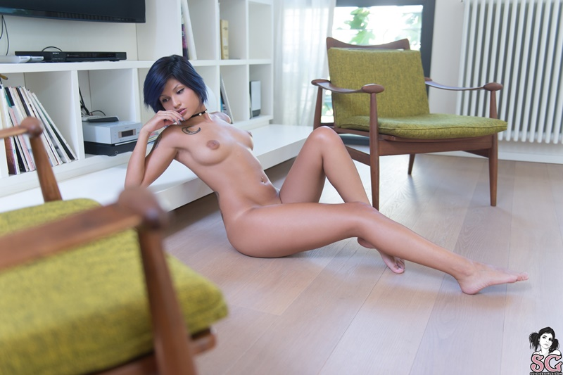 Morena sexy e gostosa sem roupa com tesão muito safada