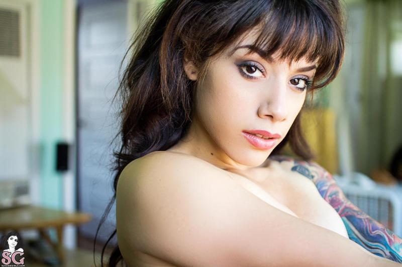 Morena tatuada rabuda gostosa pelada