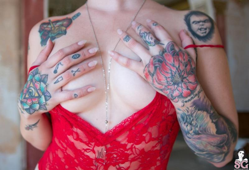 Loira tatuada rabuda gostosa pelada