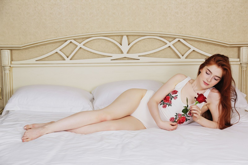 Jia Lissa ninfeta ruiva muito gostosa e safadinha sem roupa delicia