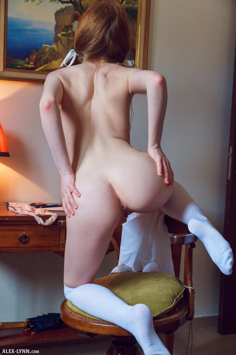 Ruiva safada e sexy com tesão e a buceta molhadinha