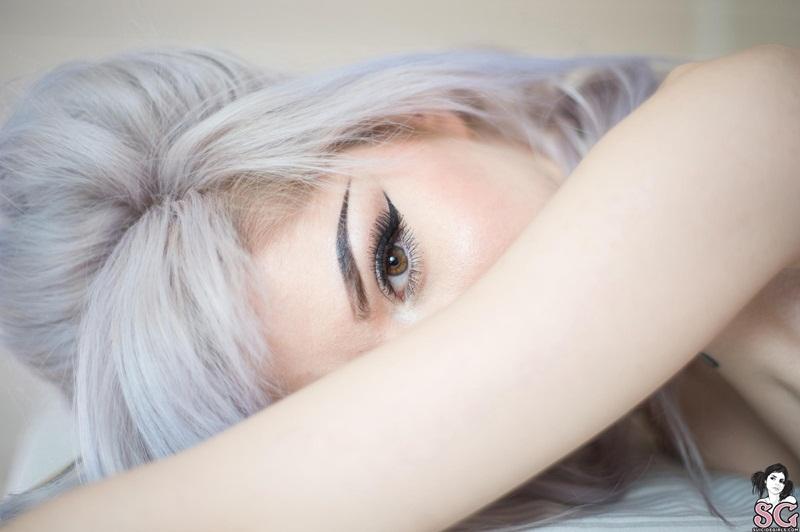 Gostosa pelada bem safada e sensual peitões lindos