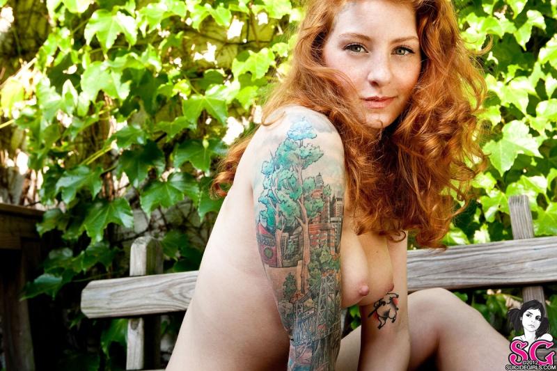 July Suicide Girls ninfetinha ruiva linda pelada seios perfeitos gostosa