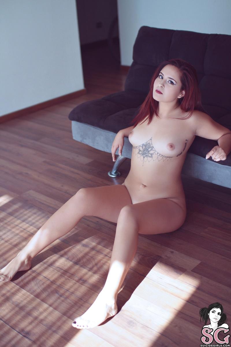 Ruiva safada e sensual cheia de tatuagem ninfeta gostosa