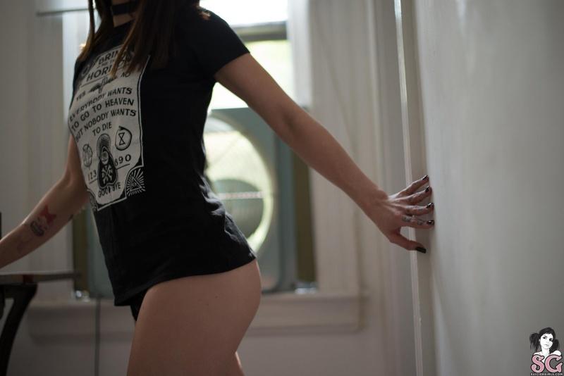 Kaotika Suicide Girls magrinha linda e rabuda pelada