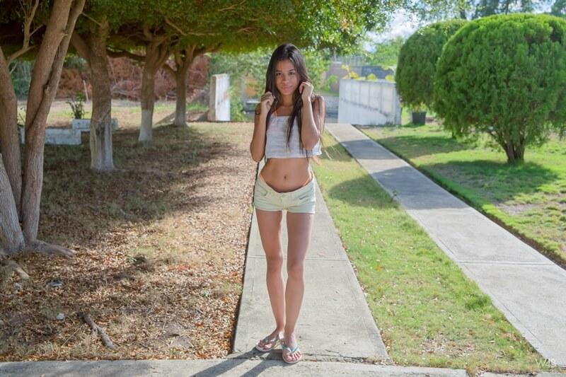 Karin Torres ninfeta moreninha muito gostosa e linda com tesão peladinha