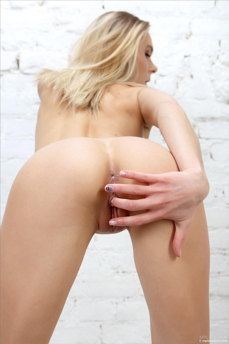 Ninfeta safada buceta rosada gostosa pelada com tesão